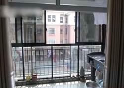 4歲兒獨留在家墜樓亡 父要樓下負責:違建遮雨棚害死他