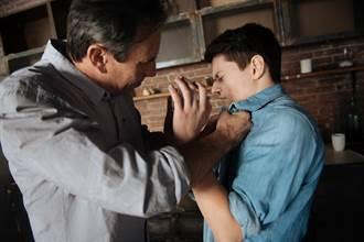 少年負氣離家無照騎車 暖警攔查助父子破冰