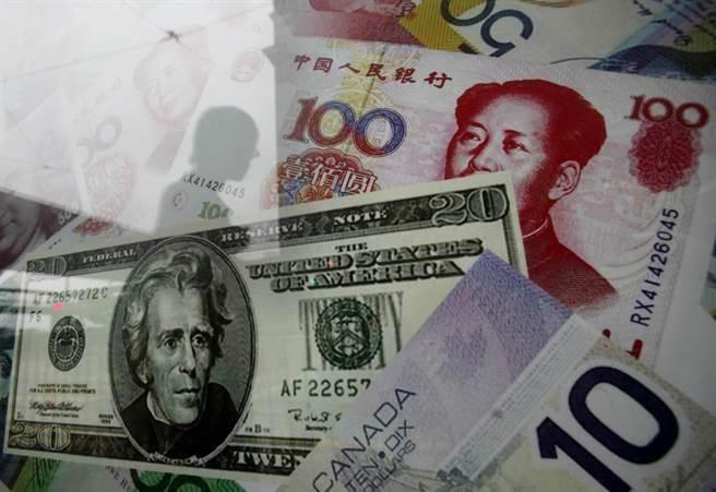 人民幣貶值雖可抵銷美國對大陸貨加徵關稅的衝擊,但此做法也是兩面刃。(圖/美聯社)