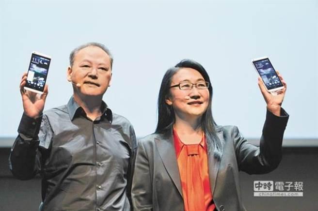宏達電董事長王雪紅(右)與數字王國現任主席、宏達電前執行長周永明(左)。(本報系資料照片)