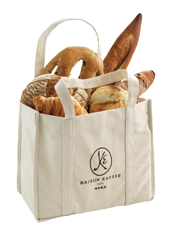 微風廣場周年慶期間購買MAISON KAYSER新品系列可頌單筆滿600元,送環保購物袋,限量800份。(微風提供)