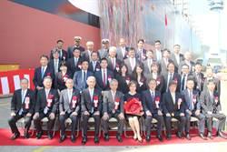 陽明第16艘1.4萬箱全貨櫃船命名交船 陽明董事長謝志堅夫人陳惠莉命名擲瓶