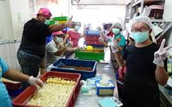 聲暉協進會聽障生、志工  做出五「心」級鳳梨酥