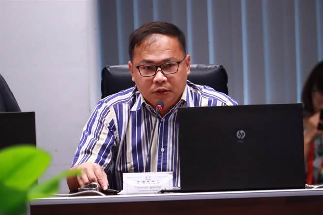 台中市府交通局長王義川表示,敬老愛心卡在計程車上的使用部分,目前已有1500台計程車裝機。(盧金足攝)