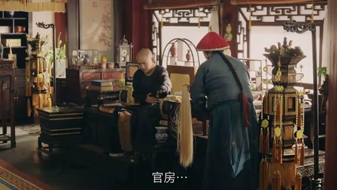 清朝皇帝如廁分9步驟…太監幫「甩龍頭」太尷尬啦!(圖/翻攝畫面)