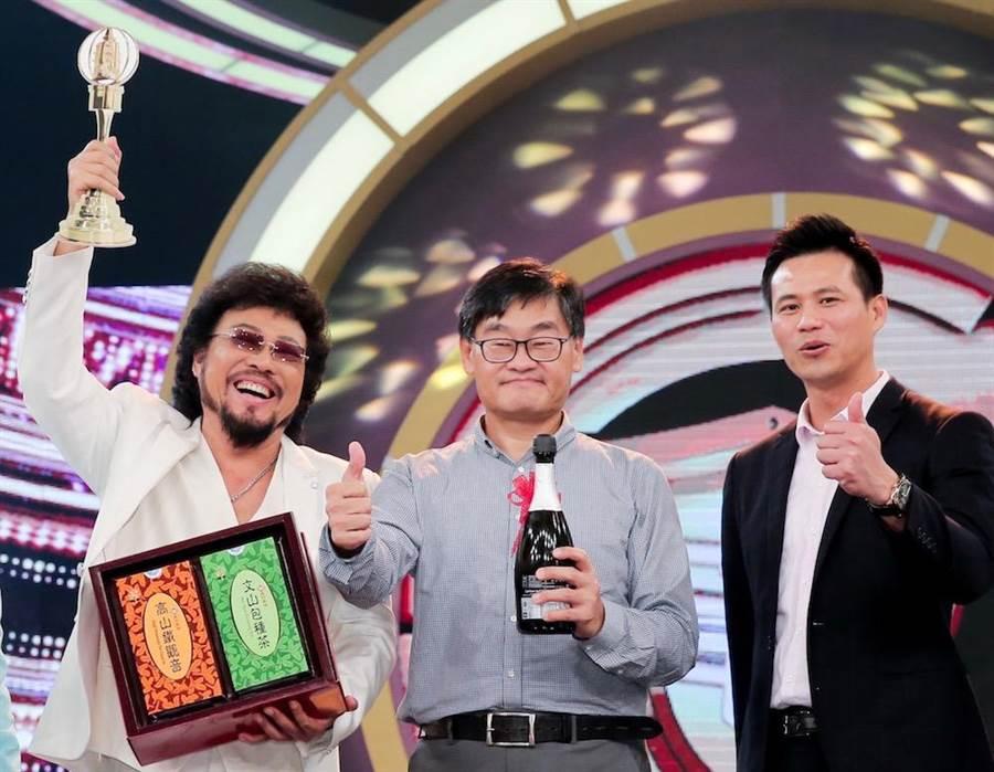張菲(左起)、華視總經理莊豐嘉、製作人陳國華日前才一起慶祝金鐘獎入圍。(資料照盧禕祺攝)