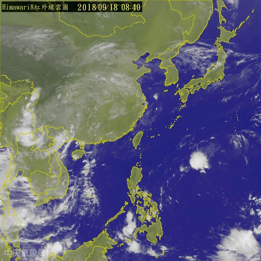 台灣受太平洋高壓盤據影響,今天高溫炎熱。中央氣象局衛星雲圖。翻攝中央氣象局