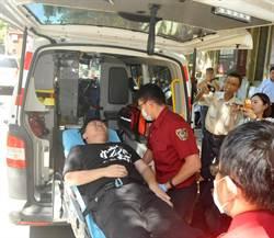 絕食140小時只喝水 黃士修身體狀況衰弱被扛上救護車