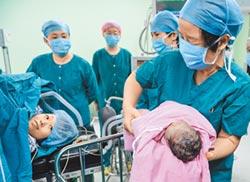 拚命生二寶 陸高齡婦海外求醫增