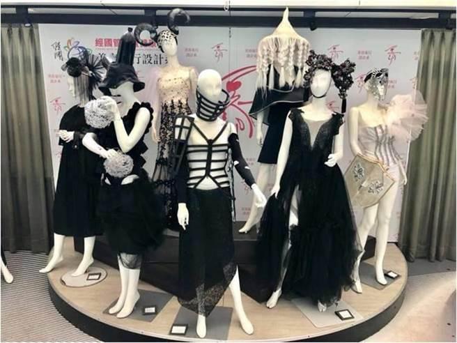 學生們完全利用回收衣服與布料製成舞台服裝(王惠欣指導)。(經國管理暨健康學院提供)