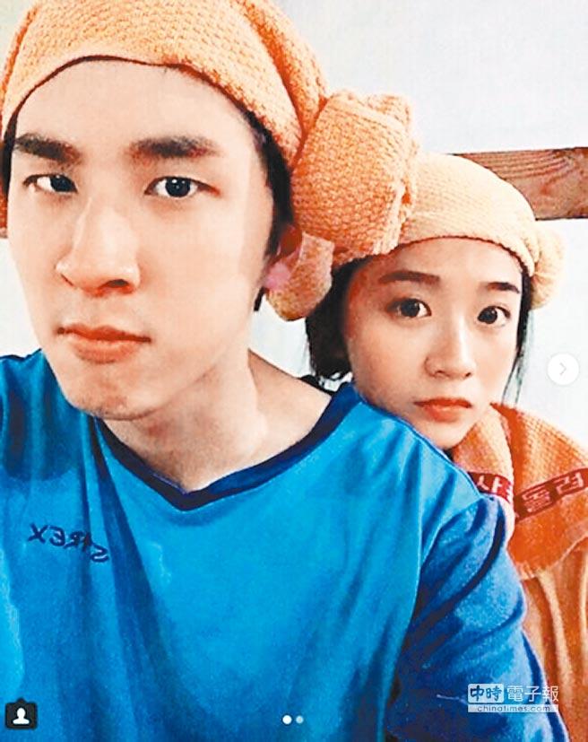 胡釋安(左)和陳語謙到韓國玩,一起去做汗蒸幕。(取材自IG)