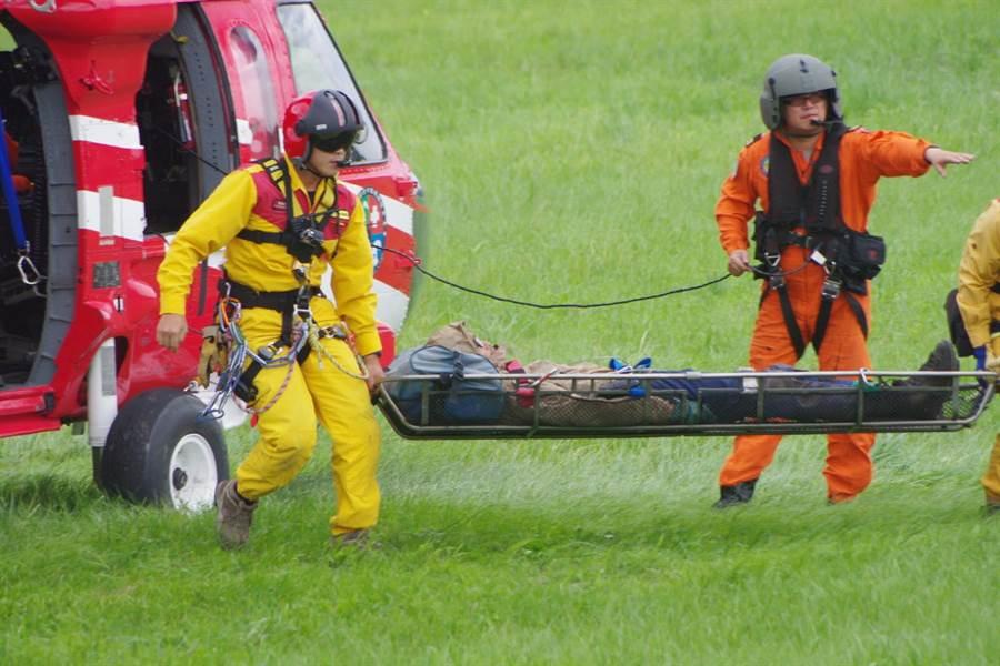 花蓮縣消防局隊違規山友,開出首張要求支付直升機搜救費用罰單。(資料照,許家寧攝)