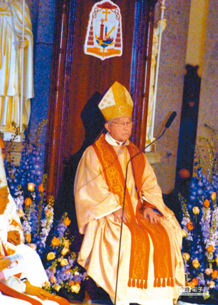 陳日君2006年擢升香港樞機主教後主持首場祈福彌撒。(中新社資料照片)