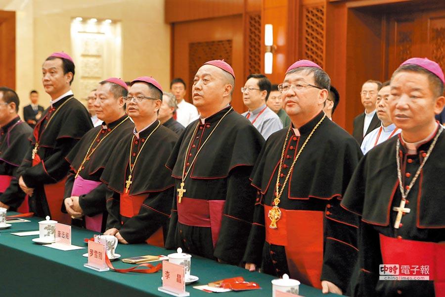 2017年7月19日,中國天主教愛國會成立60周年紀念會在北京人民大會堂舉行。圖為參加紀念會的教友。(中新社)