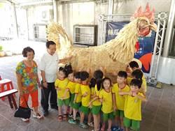 高手在民間!75歲阿嬤讓菜瓜布變身8尺大金雞