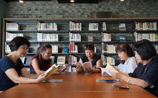 台中李科永紀念圖書館20日開幕,館內讀書空間規劃,非常舒適。(黃國峰攝)