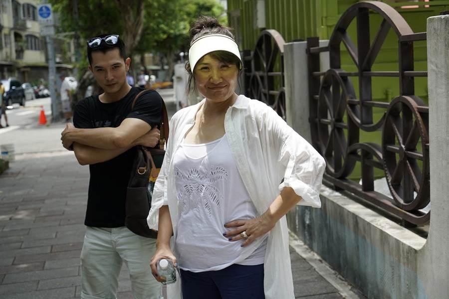 邱澤(左)在導演徐譽庭指導下,有脫胎換骨表現。(親愛的工作室提供)