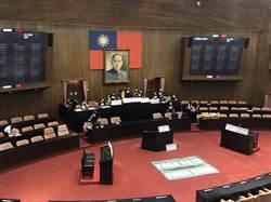 立院開議!藍搶佔主席台拒讓賴清德上台報告