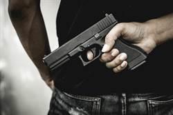 新竹玩具槍搶郵局?男子被警鈴嚇跑