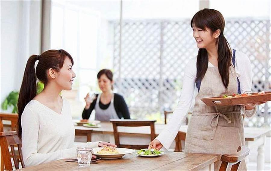 酵素是許多日本女性每天不可或缺的營養品。〔圖/563美體生酵素提供〕