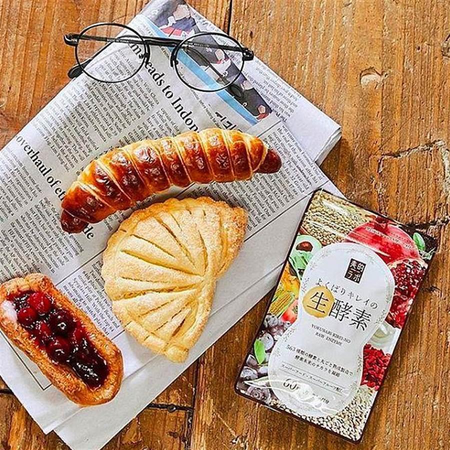 無論幾個都吃得下的美味麵包,由蔬果濃縮的563種「活」性酵素營養品更顯重要。〔圖/563美體生酵素提供〕