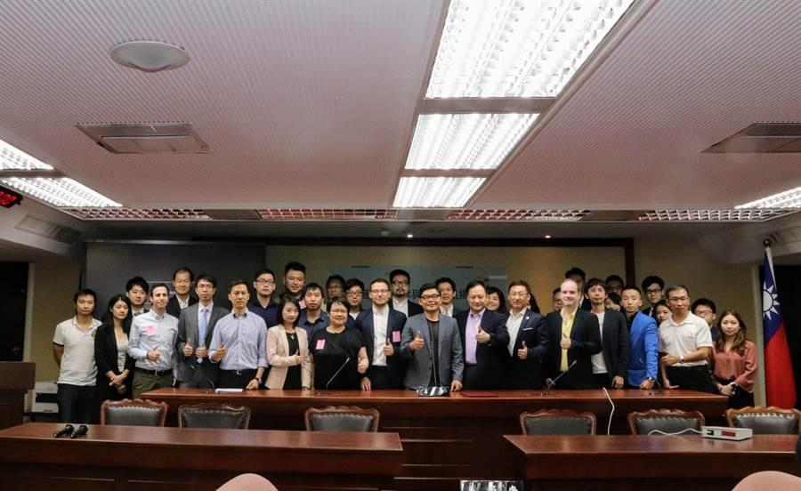 區塊鏈產業自律與ICO資訊揭露平台發布記者會。(立委許毓仁辦公室提供)