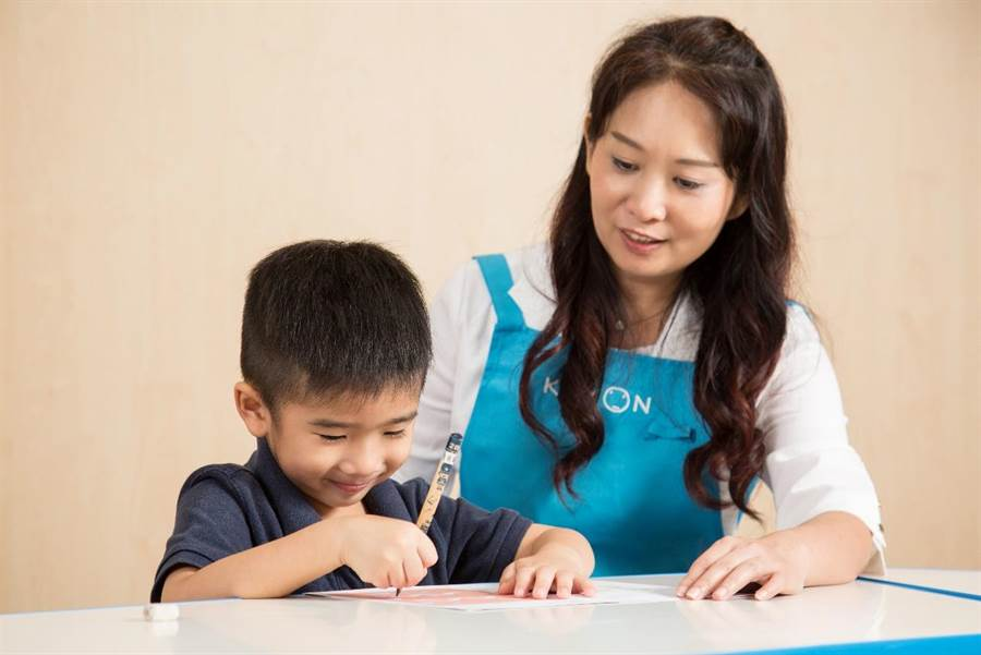 KUMON為孩子訂定明確的進度與目標,確實並持續地進行「恰恰好的學習」,真正提升學習的能力。(圖/KUMON 提供)