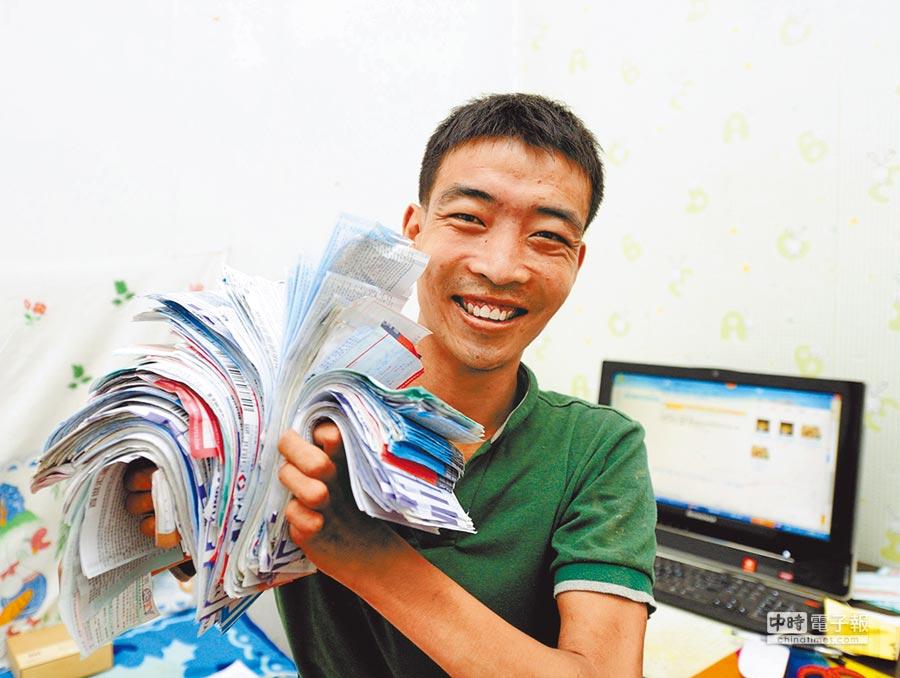 山西網商開心展示網店的出貨單。(新華社資料照片)