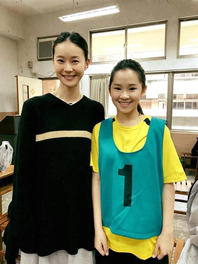 盧以恩(右)兩度飾演鍾瑤的童年。(取自臉書)