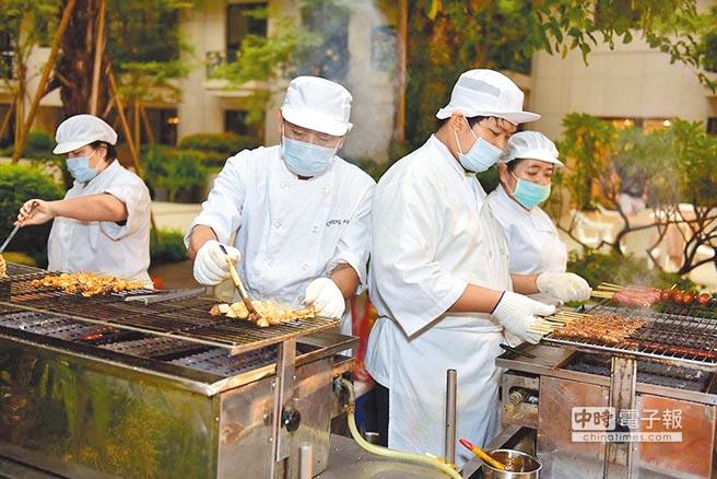 興富發「竹科悦揚」在22至24日打造兒童氣墊樂園與現場烤肉。(興富發提供)