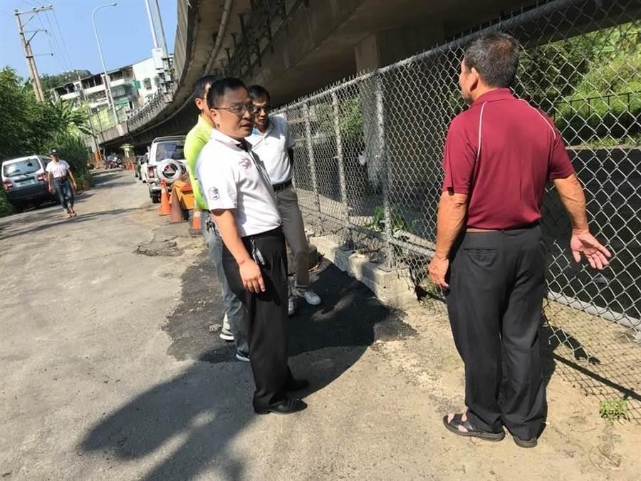台62線橋下空地經區公所與公路總局決議,將設置免費社區停車場。(李怡萱翻攝)