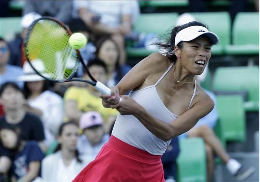 謝淑薇22日在首爾女網賽一日三戰,單打落敗、兩場雙打都是經過搶十局辛苦獲勝,雙打順利晉級決賽。(美聯社)