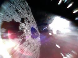 日本隼鳥2號登陸艙降落龍宮 送回表面照