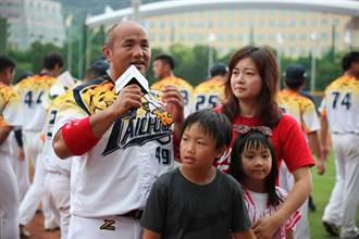 棒球》張泰山退役前最終戰 淚灑球場高喊「再見」