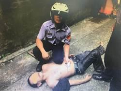 看見巡邏警車就心虛 毒蟲拔腿狂奔遭「撲倒」