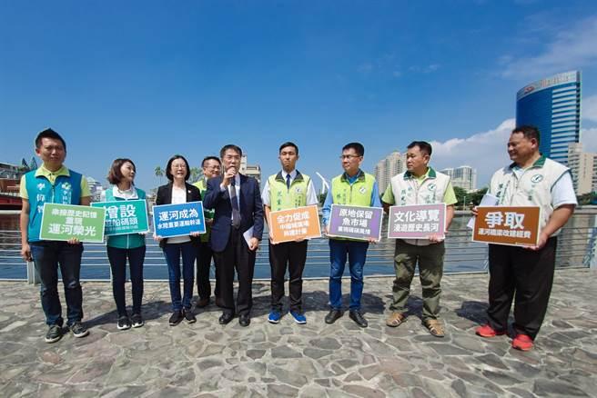 民進黨台南市長參選人黃偉哲率團隊發表未來台南運河的觀光政策。(黃偉哲陣營提供)