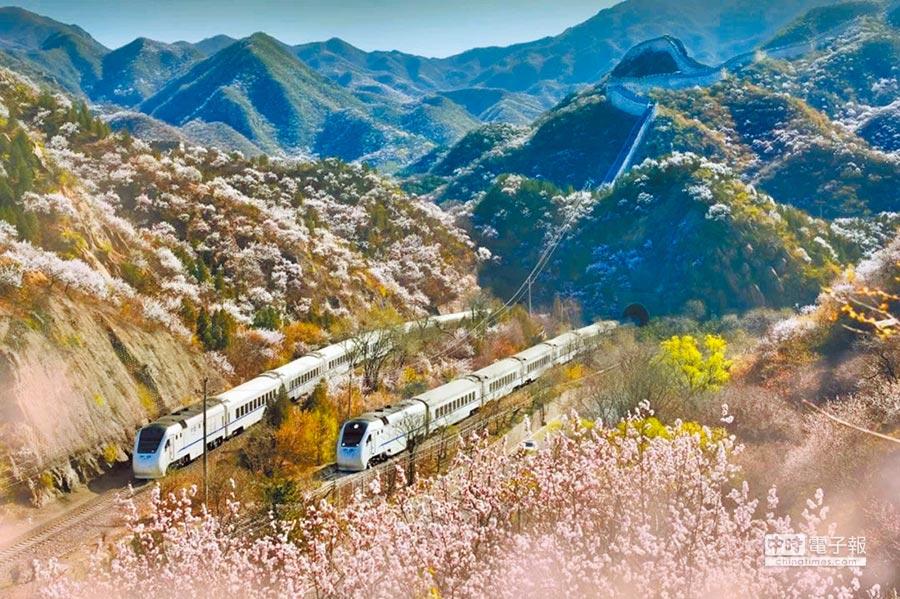 王嵬所拍京張鐵路。(取自澎湃新聞網)