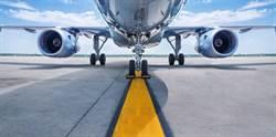把機艙門當廁所門 男子首次搭機險釀空難