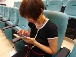 總是低頭看手機 老闆娘42歲右手幾癱