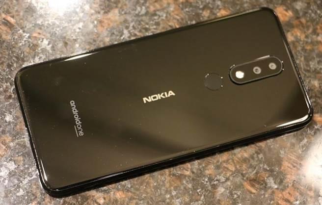 Nokia 5.1 Plus機身細部照片。(圖/黃慧雯攝)