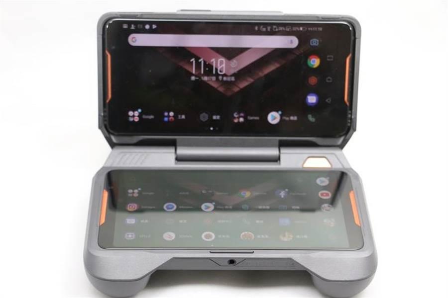 ROG Phone(上)與TWINVIEW雙螢幕基座。(圖/黃慧雯攝)