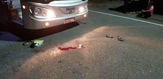 台東》遊覽車撞高空作業車 工人摔落命危