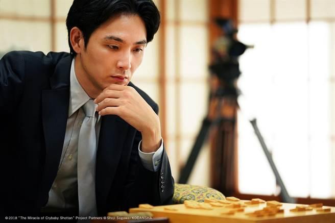 松田龍平不擅長下棋,但為拍攝《愛哭鬼的棋蹟》取得初段資格。可樂電影提供