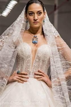紐約時裝周也吹延禧風!華裔設計師李媛「點翠」吸睛