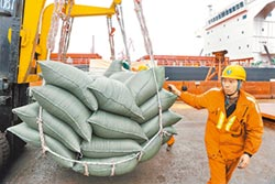 插手貿易戰 台向美增購大豆