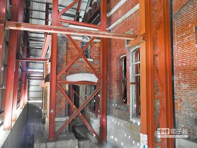 捷運局編3年7000萬預算修復古蹟台北工場,但議員質疑尚未經文資會審議通過,砍為1000元,保留預算科目。(陳燕珩攝)