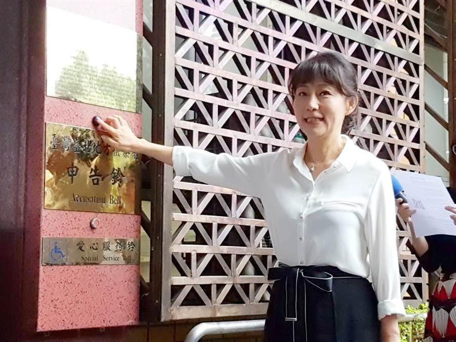 郭新政到台北地檢署控告羅淑蕾變造證據。(張孝義攝)