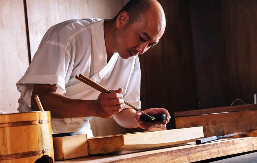 新光三越信義A9 7F初魚料亭10月10日開幕,以無菜單日式料理吸引饕客。(新光三越提供)