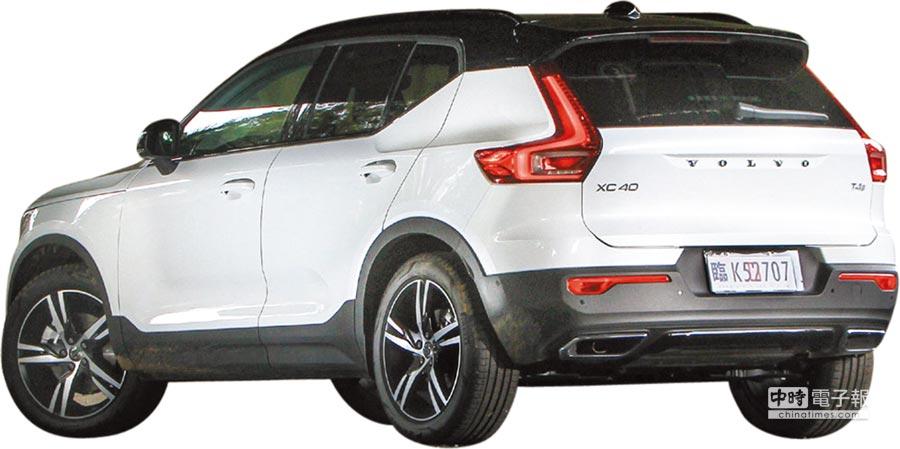 XC40對比色車頂、全包式車門、典雅曲面尾門設計、直立式車尾燈與18吋起的鋁合金輪圈,更將車身流線與都會時尚融合為一。圖/業者提供