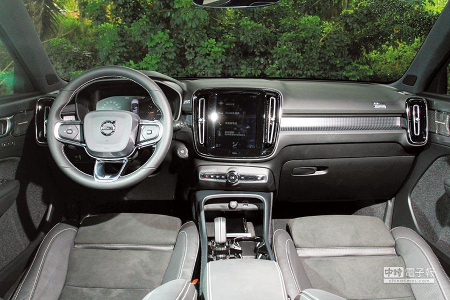車艙以斯堪地那維亞的簡約風格為主軸,配上Urban Grid都會格網鋁合金嵌飾內裝,顯露Volvo特有的瑞典簡潔氣質。圖/業者提供